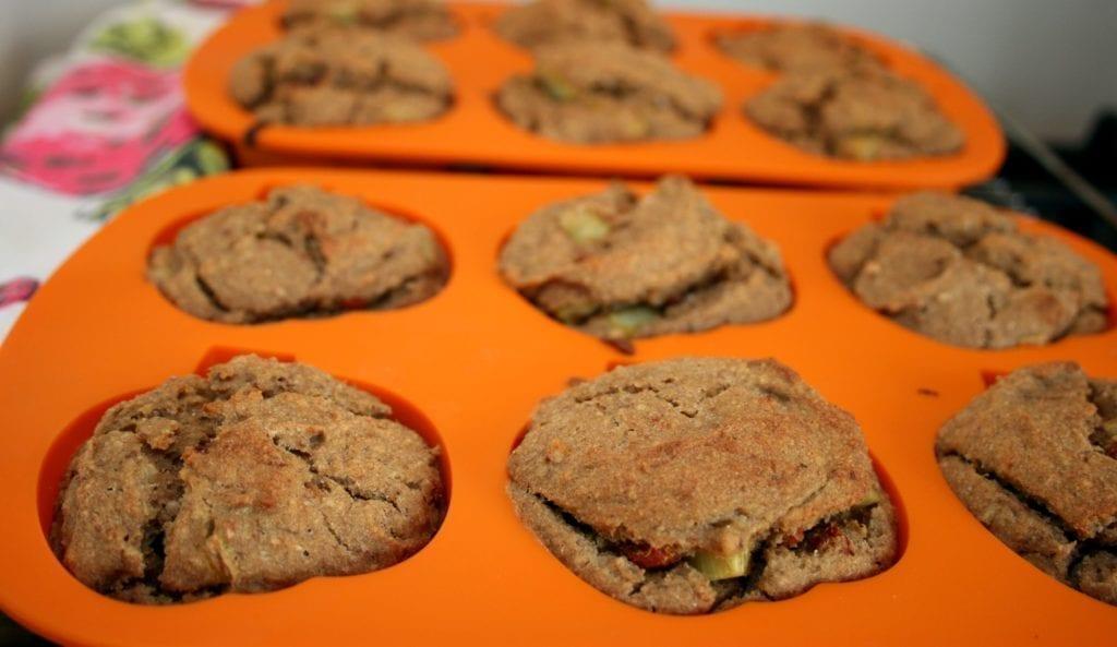 vegan cinnamon rhubarb muffins