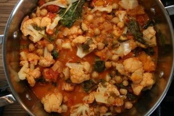 recipe, dinner, lunch, curry, Indian food, spicy, cauliflower, pumpkin, tomato, ginger, spinach, chickpeas, plant-based, vegan, lactose-free, casein-free, egg-free, oil-free, sugar-free, whole food