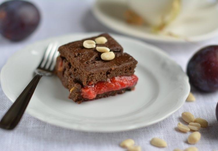 Vürtsikas maapähklivõi-ploomi brownie – täiesti õli- ja suhkruvaba!