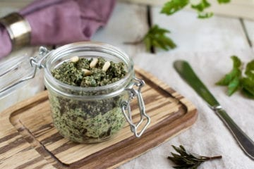 Oil-free Ground elder pesto with pine nuts