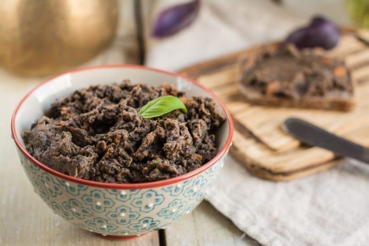 Oil-free black bean hummus with oven-roasted veggies