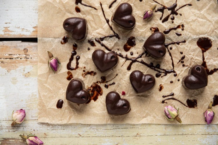 Delicious and decadent raw vegan chocolate candy recipe with a boost of superfoods.