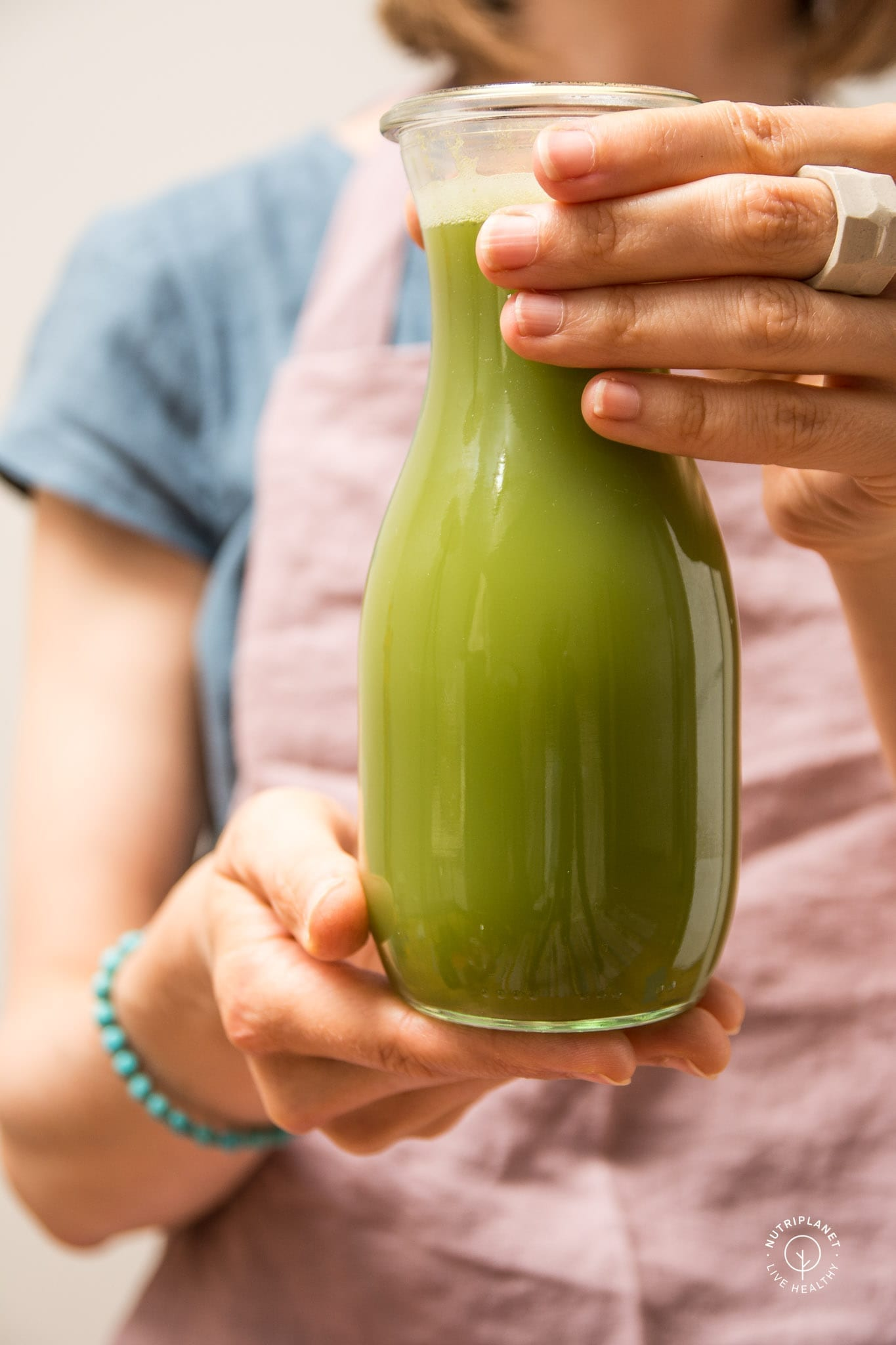 Celery juice benefits, my experience and the correct way to drink it.