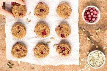 Those soft cardamom cookies with cranberries will be on spot for your afternoon cup of tea or coffee. You'll only need 20 minutes of your time, a bowl and a blender.