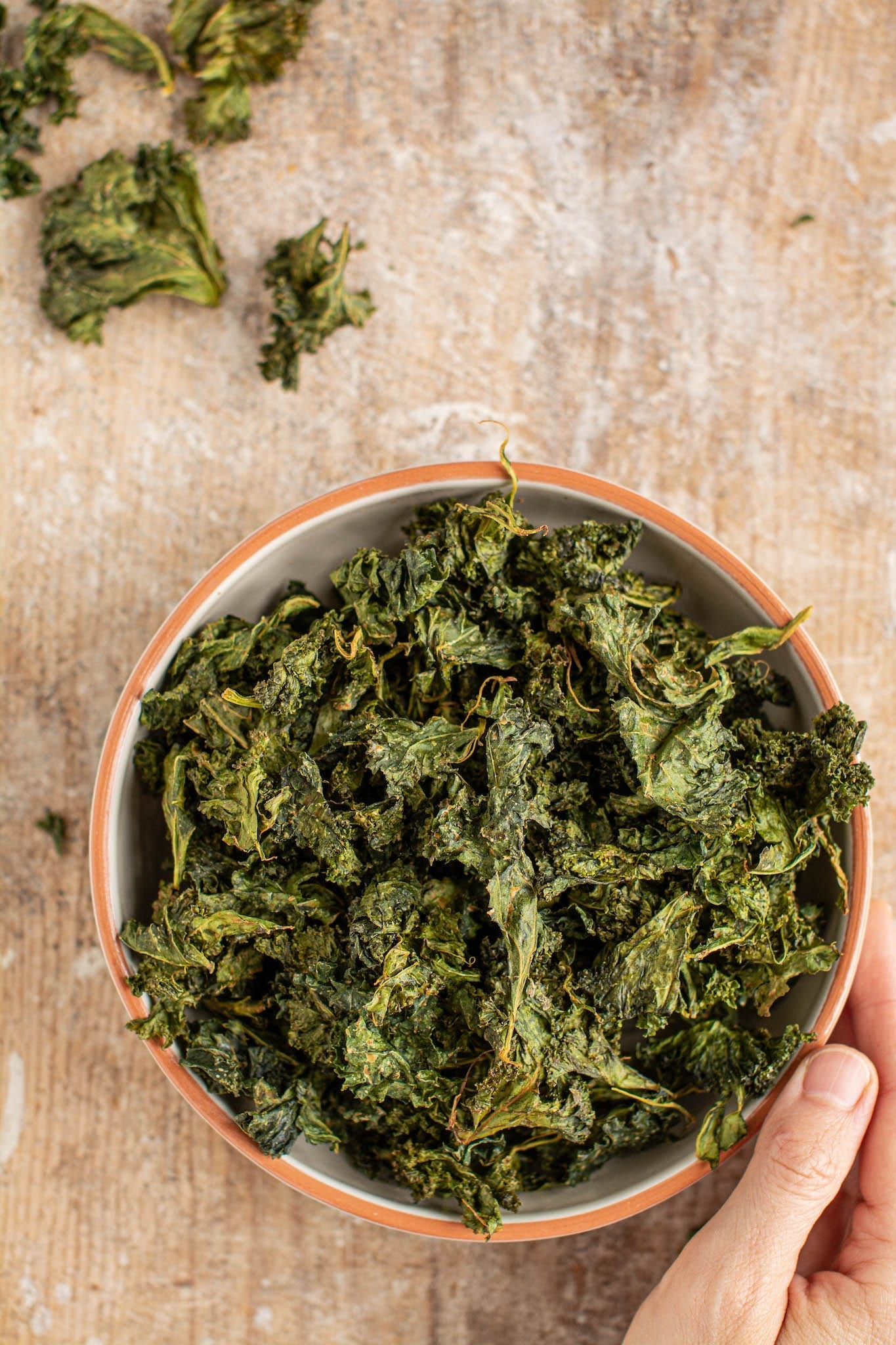 How to Make Easy Baked Kale Chips [Gluten-Free, Oil-Free]